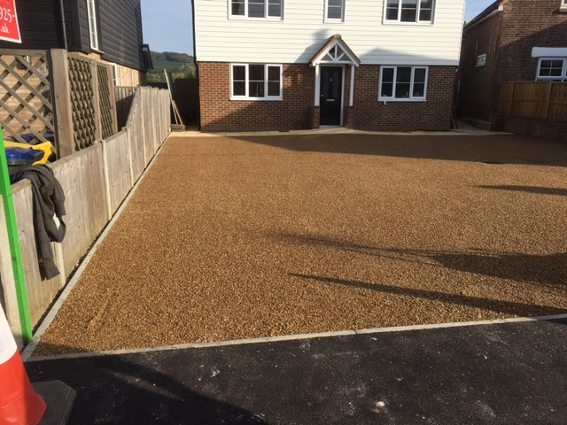 new-gravel-drive-built-by-benchmark-construction-and-landscaping-services-maidstone